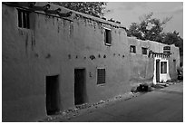 Casa Vieja de Analco, oldest house in the US, at dusk. Santa Fe, New Mexico, USA (black and white)