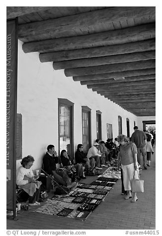 El Palacio Real (oldest public building in the US) with native vendors. Santa Fe, New Mexico, USA (black and white)
