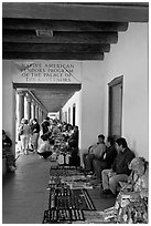 Native americans selling arts and crafts. Santa Fe, New Mexico, USA (black and white)