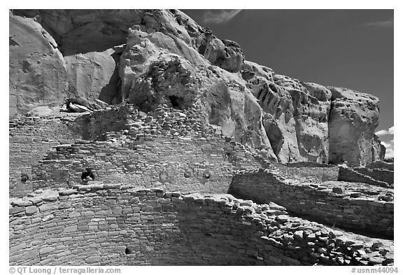 Chetro Ketl. Chaco Culture National Historic Park, New Mexico, USA (black and white)