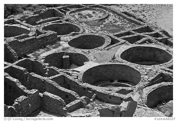 Kivas and rooms of Pueblo Bonito seen from above. Chaco Culture National Historic Park, New Mexico, USA (black and white)