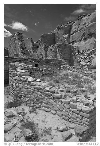 Masonery walls, Kin Kletso. Chaco Culture National Historic Park, New Mexico, USA (black and white)