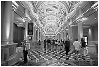 Gallery and accordeon player, Venetian casino. Las Vegas, Nevada, USA (black and white)