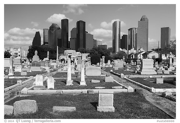 Congregation Beth Israel Cemetery and skyline. Houston, Texas, USA (black and white)