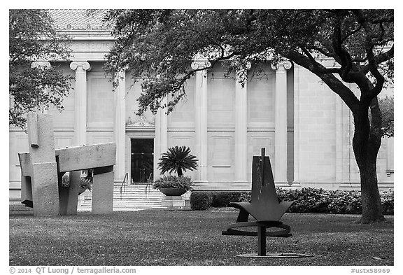 Sculpture garden, Museum of Fine Arts. Houston, Texas, USA (black and white)