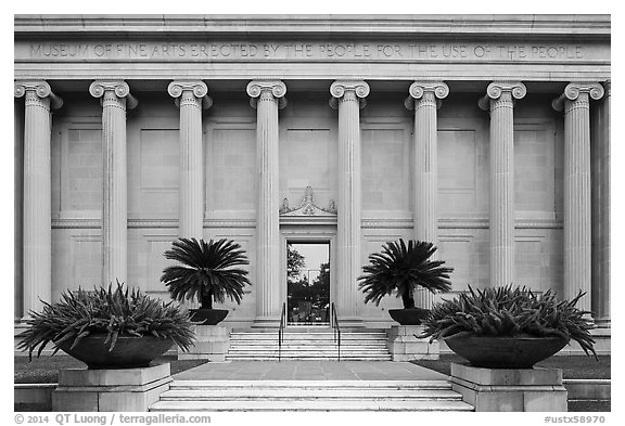 Facade with columuns and motto, Museum of Fine Arts. Houston, Texas, USA (black and white)