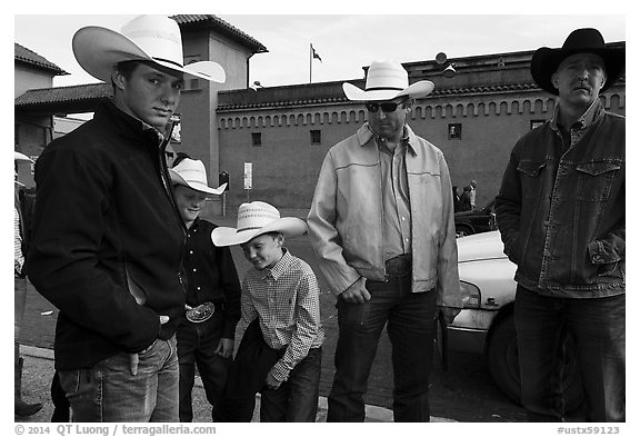 Family wearing cowboy hats, Stockyards. Fort Worth, Texas, USA (black and white)