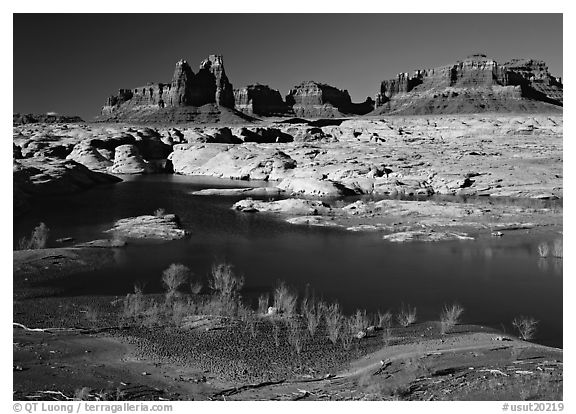 Mesas, Glen Canyon National Recreation Area, Utah. USA (black and white)