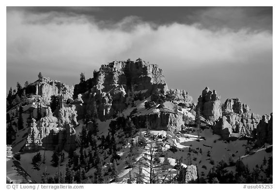 Hoodoos and cliffs in winter, Red Canyon. Utah, USA