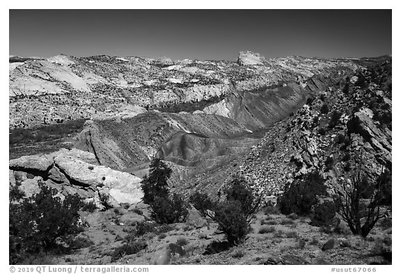 Cockscomb Fault along Cottonwood Canyon Road. Grand Staircase Escalante National Monument, Utah, USA (black and white)