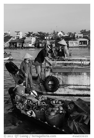 Transaction at Cai Rang floating market. Can Tho, Vietnam (black and white)