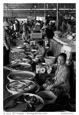 Fishmongers, Cai Rang. Can Tho, Vietnam (black and white)
