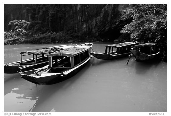 Tour boats near the entrance of Phong Nha Cave. Vietnam (black and white)