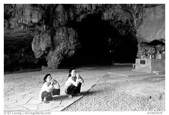 Elderly women praying in Nhi Thanh Cave. Lang Son, Northest Vietnam (black and white)