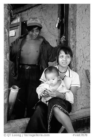 Family in a minority village, between Lai Chau and Tam Duong. Northwest Vietnam (black and white)