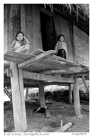 Two children in a stilt house, between Lai Chau and Tam Duong. Northwest Vietnam (black and white)