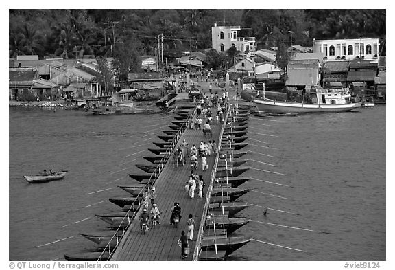 Flotting bridge. Ha Tien, Vietnam (black and white)
