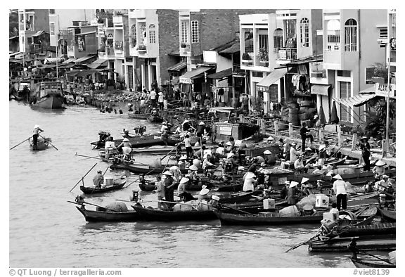 Busy waterfront at Phung Hiep. Can Tho, Vietnam (black and white)