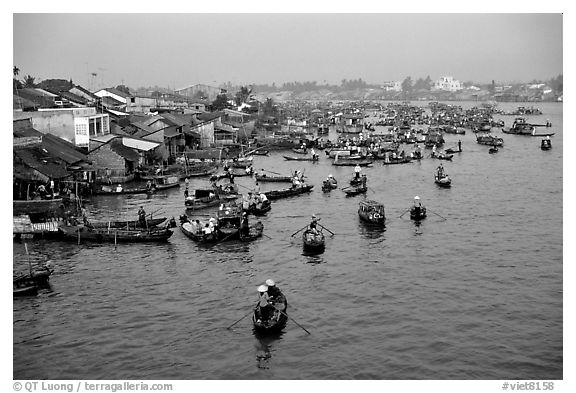 Cai Rang Floating market, early morning. Can Tho, Vietnam (black and white)