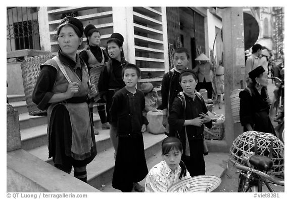 Hmong people at the market. The Hmong constitue the largest hill tribe (ethnic minority). Sapa, Vietnam (black and white)