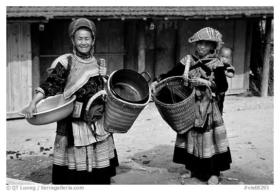 Flower Hmong women. The Hmong ethnie is divided into four subgroups, designated using the dress pattern they wear. Bac Ha, Vietnam (black and white)