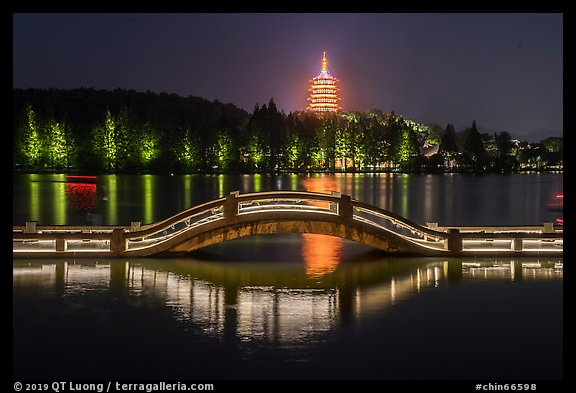 Long Bridge and Leifeng Pagoda at night, West Lake. Hangzhou, China (color)