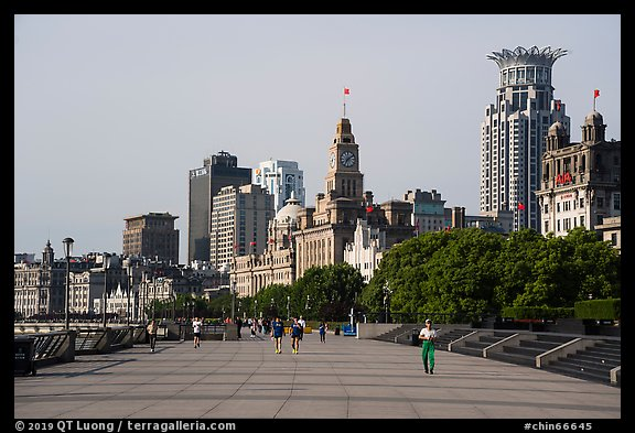 Promenade and colonial buildings, the Bund. Shanghai, China (color)