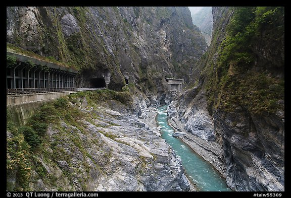 Gorge at Tunnel of Nine Turns, Taroko Gorge. Taroko National Park, Taiwan (color)