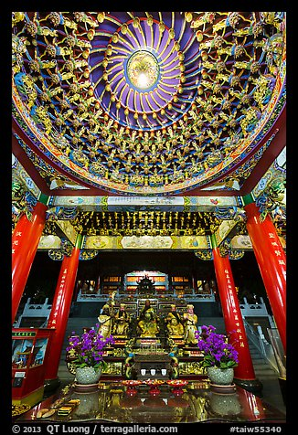 Ceiling and altar in gate, Wen Wu temple. Sun Moon Lake, Taiwan (color)