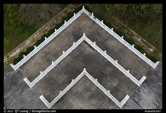 Terraces from above, Tsen Pagoda. Sun Moon Lake, Taiwan (color)