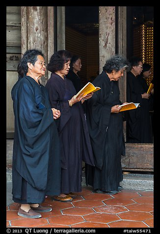 Women during buddhist ceremony, Longshan Temple. Lukang, Taiwan (color)