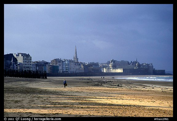 Beach and old town, Saint Malo. Brittany, France (color)