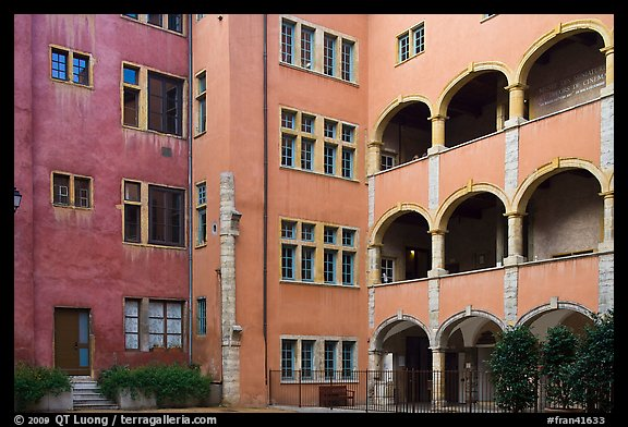Three-story gallery, Maison des Avocats. Lyon, France (color)