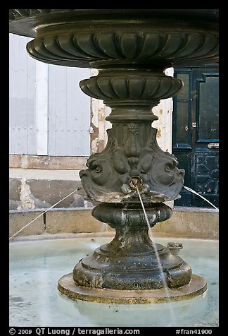 Fountain, old town. Aix-en-Provence, France (color)