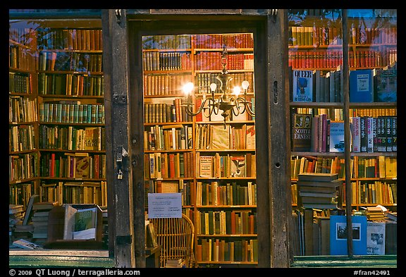Books on shelves seen through storefront. Quartier Latin, Paris, France (color)