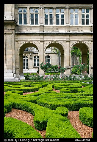 Garden of hotel particulier. Paris, France (color)