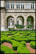 Garden of hotel particulier. Paris, France