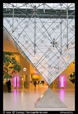 Pyramide inversee (Inverted pyramid) skylight. Paris, France (color)