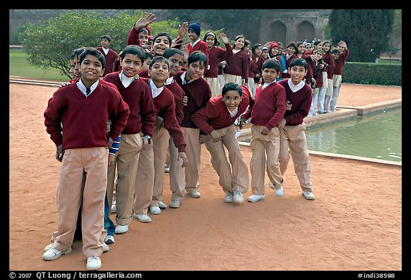 Group of schoolchildren, Humayun's tomb. New Delhi, India (color)