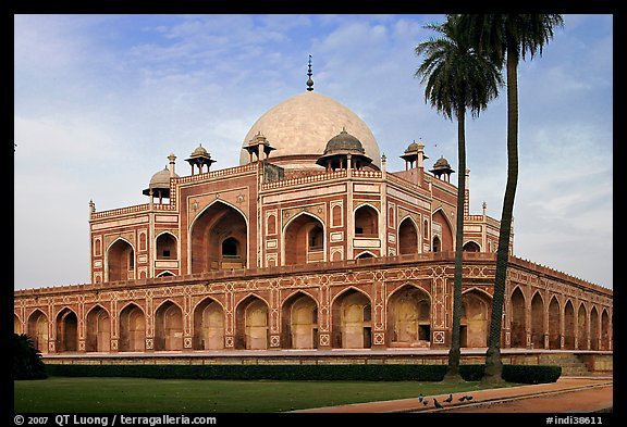 Main mausoleum, Humayun's tomb. New Delhi, India (color)