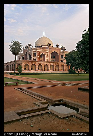 Watercourses and main memorial monument, Humayun's tomb. New Delhi, India (color)
