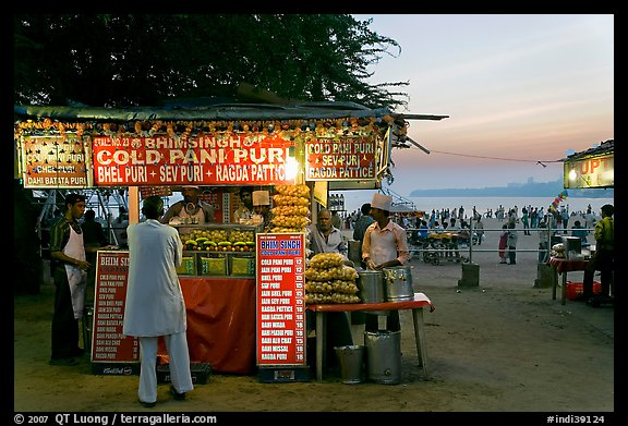 Food kiosks at sunset, Chowpatty Beach. Mumbai, Maharashtra, India (color)