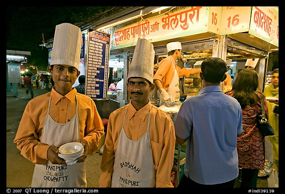 Cooks in front of Panipuri stall, Chowpatty Beach. Mumbai, Maharashtra, India (color)