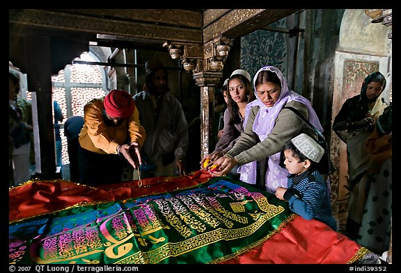 Women making offerings on Shaikh Salim Chishti tomb. Fatehpur Sikri, Uttar Pradesh, India (color)