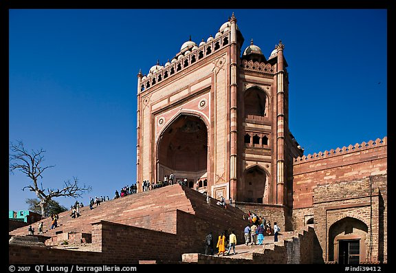 54m-high gate built to commemorate Akbar's victory in Gujarat, Dargah mosque. Fatehpur Sikri, Uttar Pradesh, India (color)