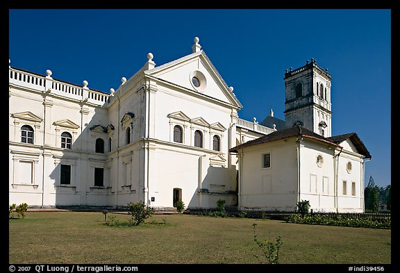 Se Cathedral fron the side, Old Goa. Goa, India (color)