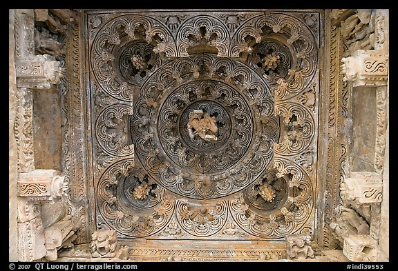 Ceiling decor of temple entrance, Parsvanatha, Eastern Group. Khajuraho, Madhya Pradesh, India (color)