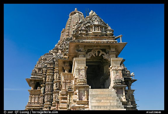 Kadariya-Mahadev temple. Khajuraho, Madhya Pradesh, India (color)