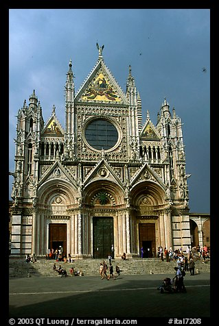 Facade of the Duomo, afternoon. Siena, Tuscany, Italy