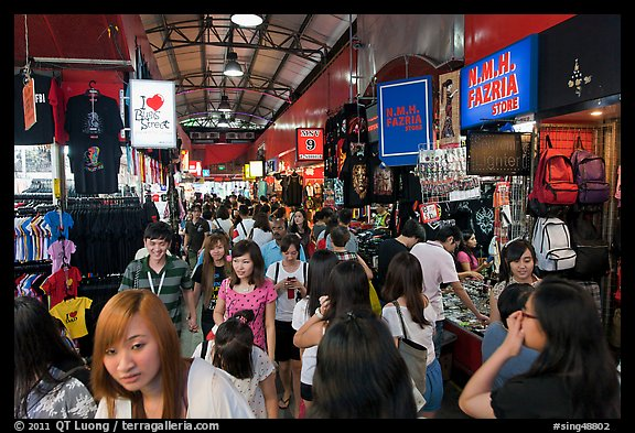 Crowds in Bugis Street Market. Singapore (color)